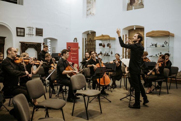 O orchestră din Cluj atacă COVID-ul cu muzica clasică. Concert caritabil în curtea Spitalului Municipal Cluj-Napoca