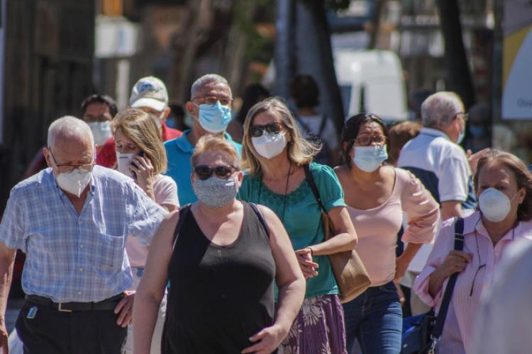 Cluj: Masca e obligatorie pe raza întregului județ în următoarele împrejurări