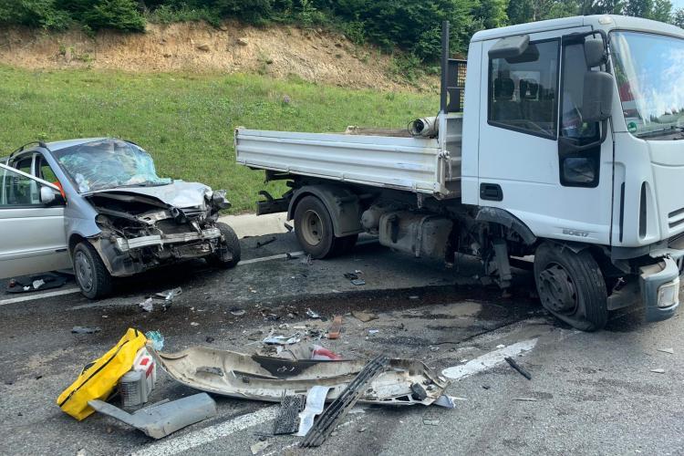 UPDATE: Accident mortal pe Centura Vâlcele - Apahida. Un șofer a murit iar un pasager a ajuns la spital FOTO