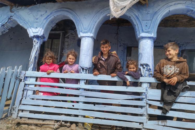 STUDIU în Cluj - Din cauza sărăciei, peste 40% dintre elevi nu au urmat şcoala online în pandemie. Părinți nu le-au putut asigura mâncare