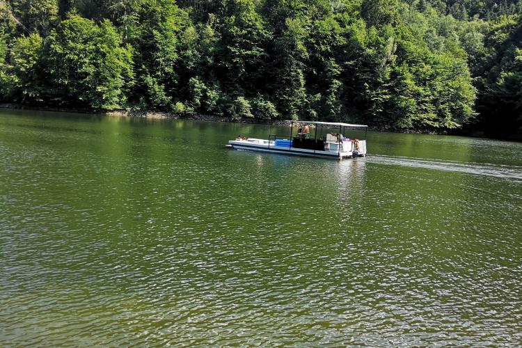 Pe lacul Tarnița e petrecere toată vara! Prințișorii Clujului se distrează ca pe litoral - VIDEO
