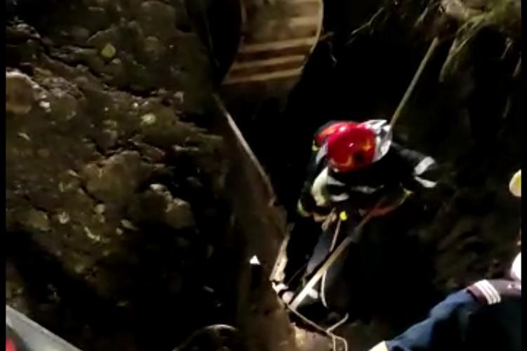 Intervenție dramatică la Tureni, jud. Cluj! Un bărbat a murit după ce a fost prins sub un mal de pământ: Am săpat și cu mâinile goale - VIDEO