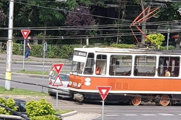 Accident între un tramvai și o mașină în Mănăștur FOTO