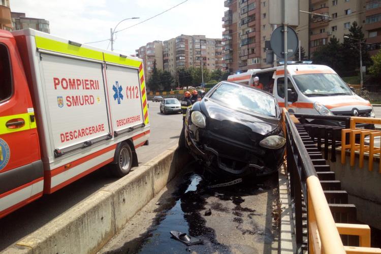 Accident la podul Mărăști!  A greșit ieșirea și a ajuns pe zona pietonilor - FOTO