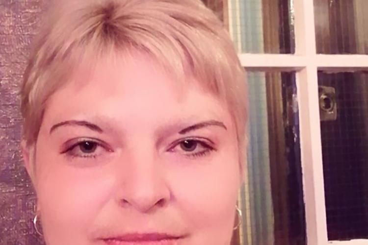 Cluj: Mama copilului găsit cu carnea putrezită și plin de viermi a fost reținută de poliție