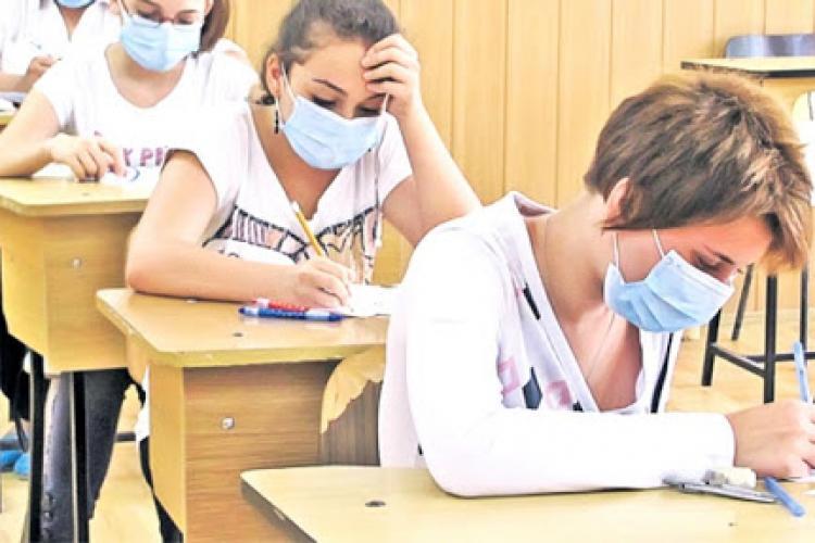 """Medicii de familie cer ca programul """"Cornul și laptele"""" să devină """"Masca și dezinfectantul"""" în noul an școlar"""
