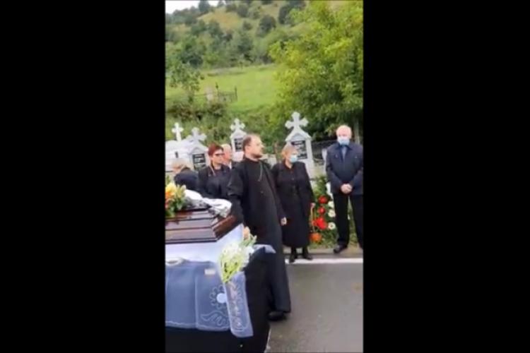 Preotul de la Tăuți care a certat enoriașii la o înmormântare pentru că nu și-au plătit locul de veci, sancționat de Arhiepiscopie
