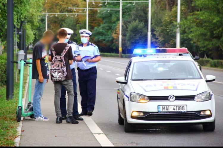 Razie în trafic pe principalele artere din Cluj-Napoca! Mai mulți conducători de trotinete electrice au fost amendați