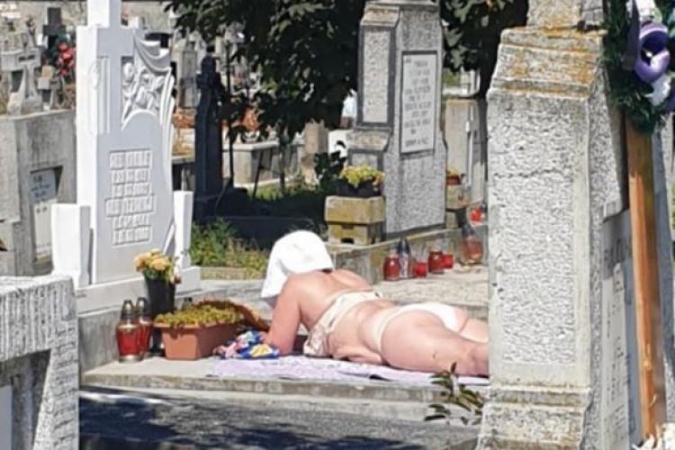 La plajă în cimitir! Se întâmplă în Alba - FOTO