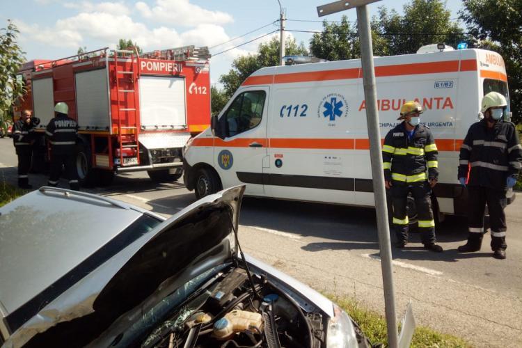 Accident trei victime la Cuzdrioara. Un șofer a ajuns cu mașina într-un cap de pod FOTO