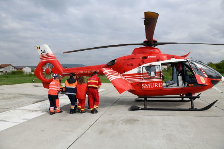 Bărbat înțepat de un gărgăun veninos, transferat la Cluj cu elicopterul