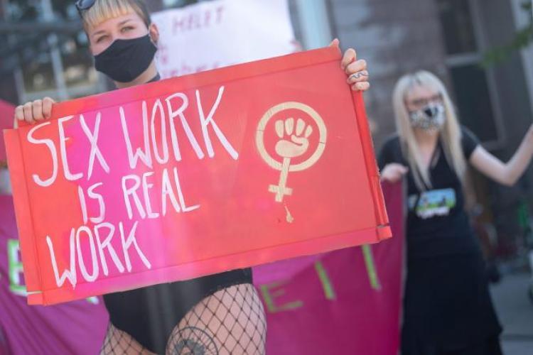 """O prostituată româncă protestează în Germania pentru că nu e lăsată să muncească: """"Chiar îmi place să lucrez"""""""