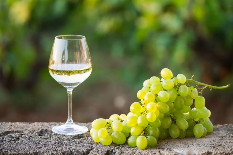Cinci pași simpli pentru producerea vinului în propria gospodărie