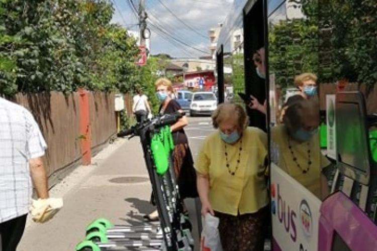 Trotinetele au invadat Clujul Smart! Nu mai avem loc de ele nici în stația de autobuz - FOTO