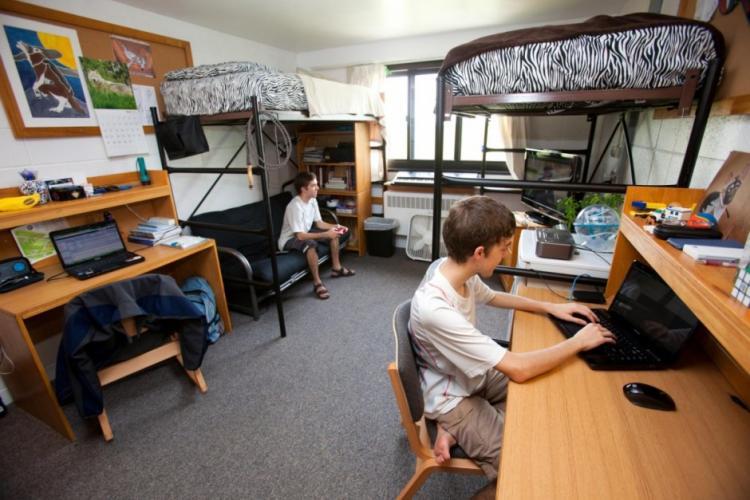 Noul an universitar va fi cu probleme: Deschiderii căminelor studenţeşti este extrem de acută