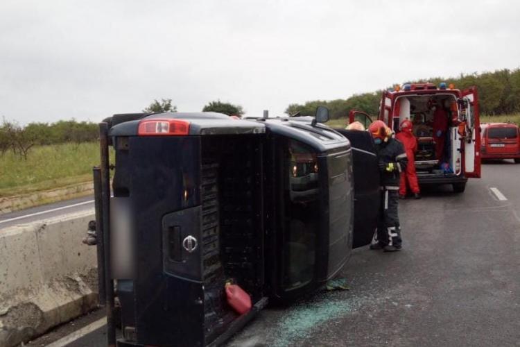 Accident pe Calea Turzii. Un șofer s-a răsturnat cu mașina FOTO