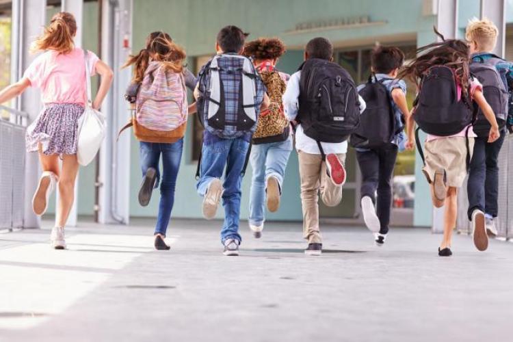 Scenarii pentru începerea școlii pe 14 septembrie. Ce se întâmplă dacă apar cazuri de Covid