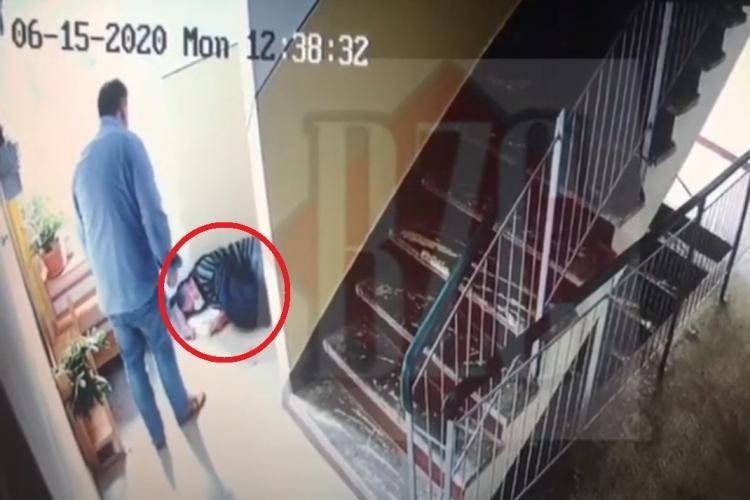 Cluj-Napoca: Poștaș bătut în scara blocului de o brută - VIDEO