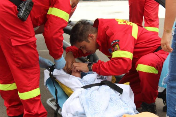 Copil de trei ani a căzut de la etaj în Zorilor, pe Calea Turzii