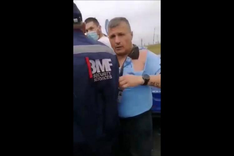 Paznicii de la Auchan Iris s-au bătut cu un client, care îi înjura de mama focului / UPDATE: Paznicul a explicat ce s-a întâmplat - VIDEO