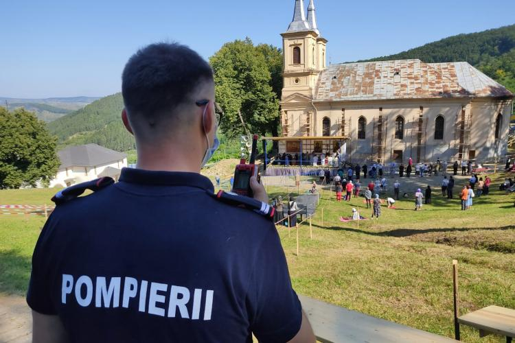Care este atmosfera la Mănăstirea de la Nicula! Nu mai e publicul de anii trecuți cum se așteptau preoții - FOTO