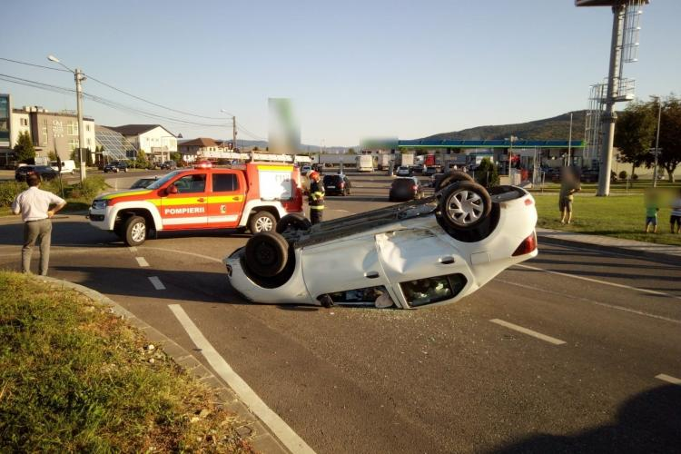 Mașină răsturnată la Dej - FOTO