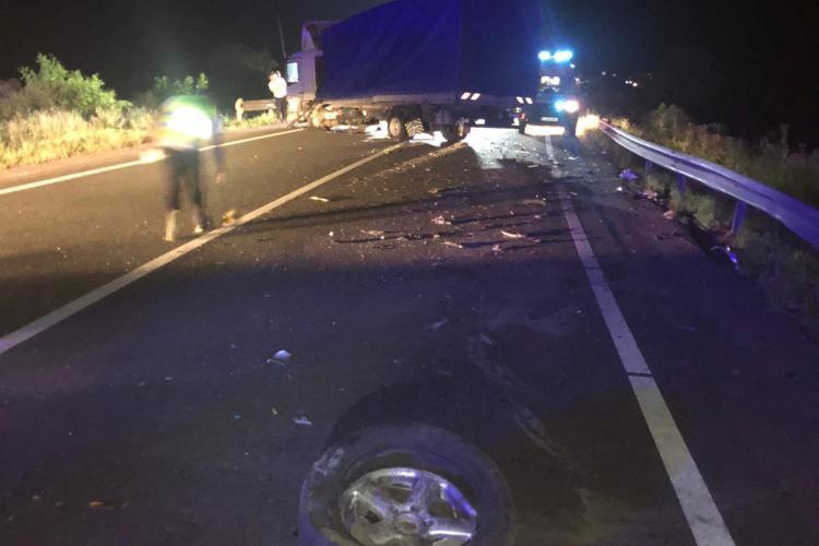 Accident cu două victime pe un drum din Cluj. O șoferiță a intrat pe contrasens FOTO