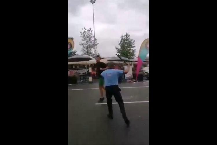 Noutăți despre bătaia de la Auchan Cluj, dintre un agent de pază și un client. Ultimul ar fi lovit cu capul în gură un alt bărbat - FOTO