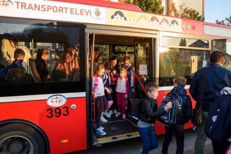 Elevii din Florești beneficiază de gratuitate pe transportul în comun. Procedura a fost simplificată
