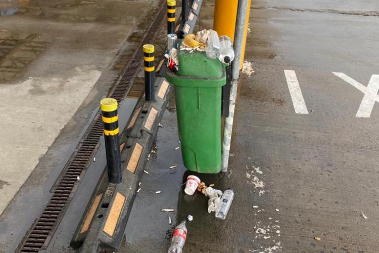 Mizerie de nedescris în parcarea de la Aeroportul Cluj administrată de GOTO Parking. Ministrul Transporturilor a văzut tot - VIDEO
