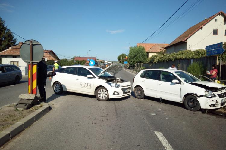 Accident cu o victimă la Tureni. O tânără a ajuns la spital FOTO