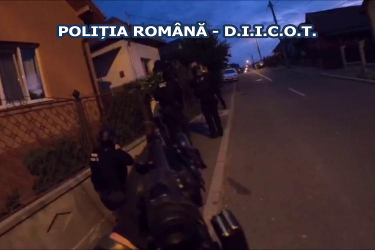 Cluj: Fost șef la Combaterea Criminalității Cluj, monta microfoane și șantaja patronii din Cluj. Unul a fost oprit cu armele în trafic - VIDEO