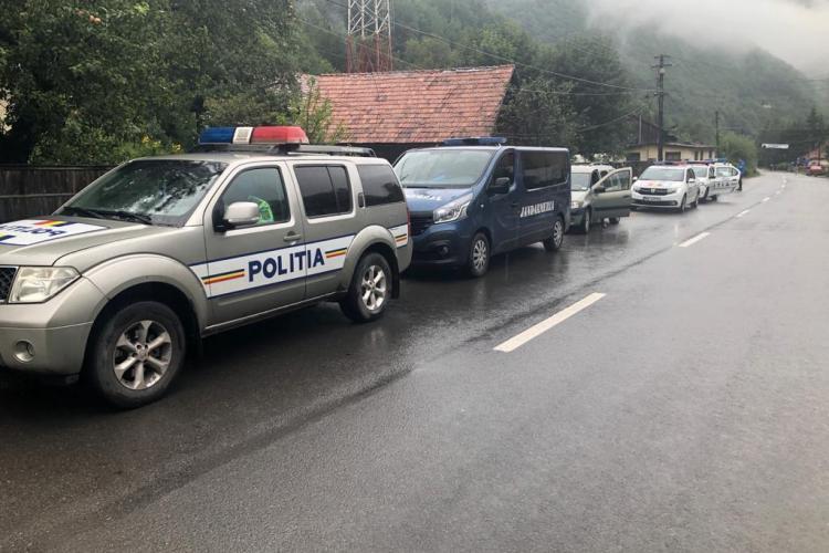 Polițiștii clujeni au ieșit la confiscat afine și ciuperci în Florești FOTO