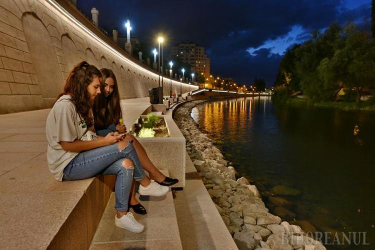 Oradea are o promenadă pe malul Crișului Repede de toată frumusețea. Clujul promite de ani de zile modernizarea Someșului