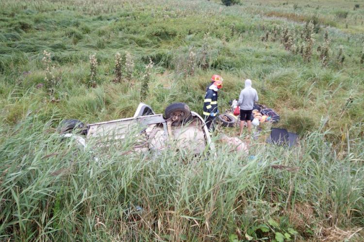 Ziua accidentelor la Cluj! Un șofer s-a răsturnat cu mașina de la 7 metri înălțime pe Centura Vâlcele-Apahida FOTO