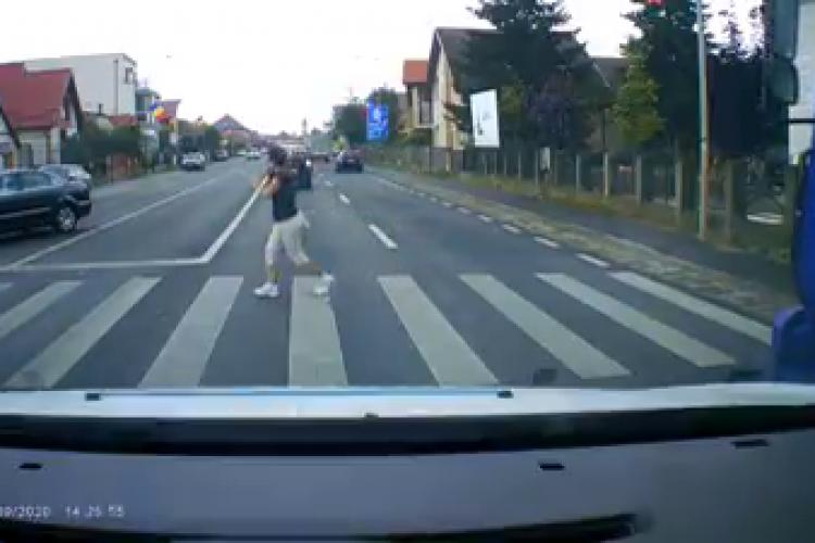 Accident filmat în Florești, la trecerea de pietoni. Riști să te omoare ca pieton, deși respecți legea - VIDEO