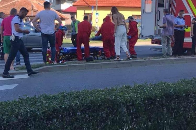 Accident pe Calea Turzii, la intersecție cu Observatorului! Femeie lovită pe trecerea de pietoni - FOTO