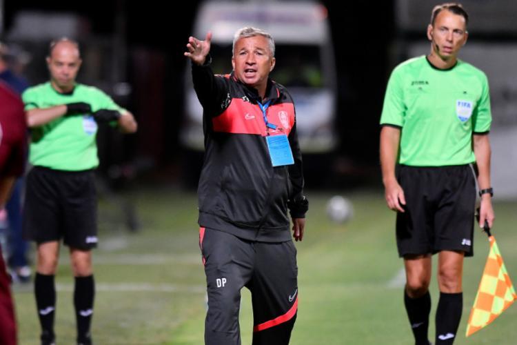 Dan Petrescu bate cu pumnul în masă și cere transferuri la CFR Cluj
