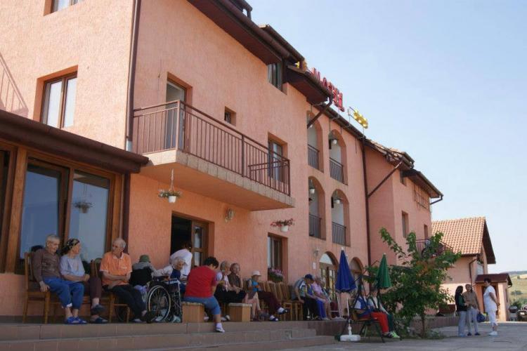 Cluj: Proprietarul căminelor Hermina, care a îmbolnăvit 93 de oameni, a plătit scump neglijența. Mama lui a murit de COVID - EXCLUSIV