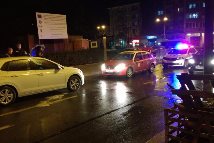 """Accident pe strada Republicii! A """"uitat"""" să vireze stânga și s-a dus spre Piața Păcii. Polițiștii abia comunicau cu șoferul - FOTO"""