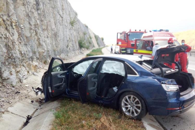 Accident între un TIR și o mașină pe autostradă, pe drumul Gilău - Turda FOTO