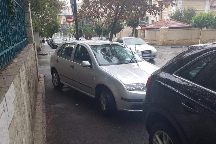Haos cu parcările in Andrei Mureșanu. Cum sa fii așa nesimțit? - VIDEO