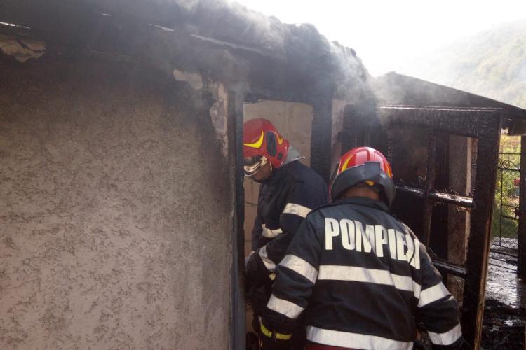 Incendiu la o gospodărie din Vad. Totul a pornit de la un aparat de sudură FOTO