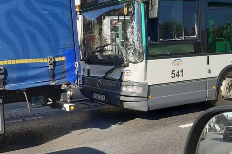 Șofer de autobuz neatent în Florești! - FOTO