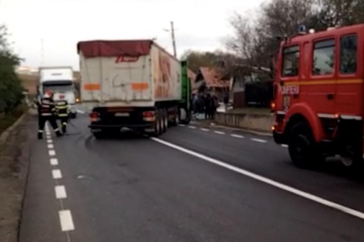 Accident intre doua TIR-uri la Topa Mică. O persoana a ajuns la spital VIDEO