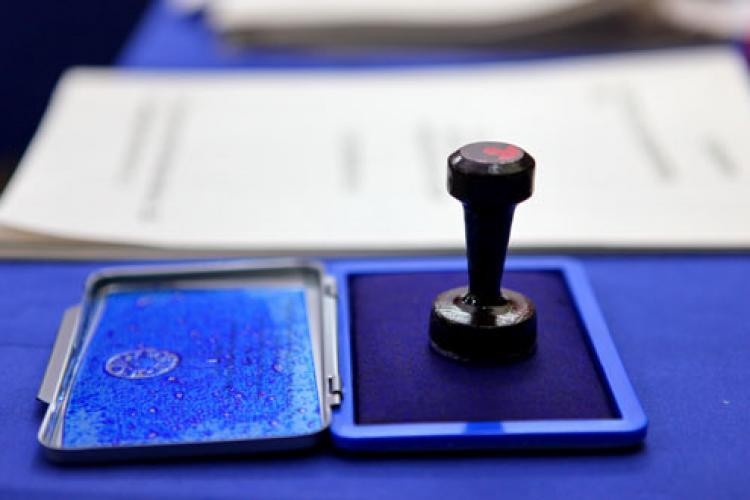 S-a întocmit deja primul dosar penal pentru fraudă la vot. Un bărbat a fot prins votând de două ori