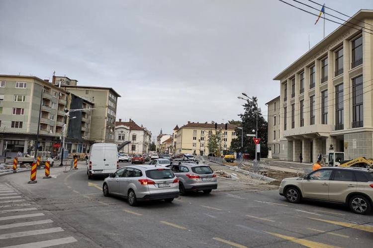Piața Lucian Blaga trebuie finalizată în 30 noiembrie. Acolo e NODUL GORDIAN al traficului pe axa Vest - Est