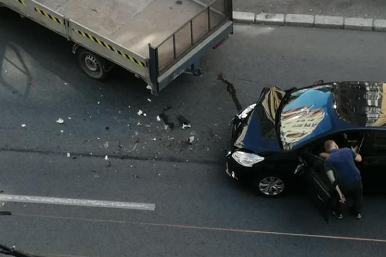 Accident pe strada Fabricii. Traficul a fost îngreunat FOTO
