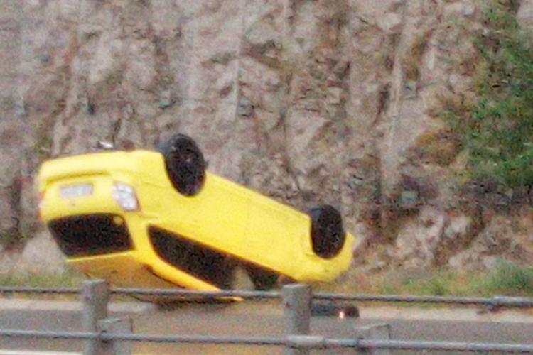 Ziua accidentelor la Cluj! Încă un șofer s-a răsturnat cu mașina FOTO