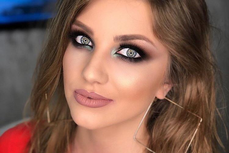 Cântăreața Codruța Filip susține că a fost angajată legal la Ministerul Sănătății: Toate femeile frumoase sunt incompetente?